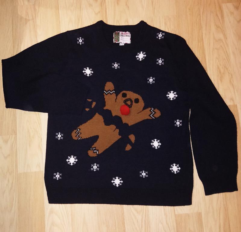 Новогодний свитер печенька из шрека.