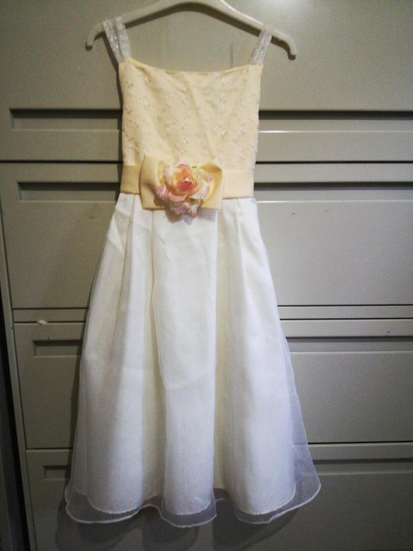 295 нарядное платье 12-14 лет