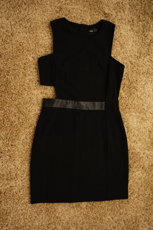 Оригинальное платье с вырезом на талии - Фото 3