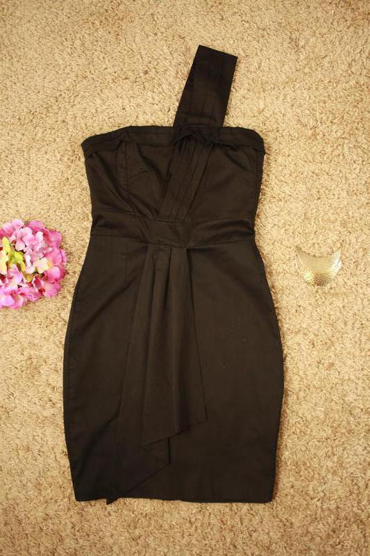 Коктейльное платье интересного фасона