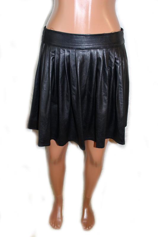 Юбка черная под кожу со встречными складками, s - Фото 3
