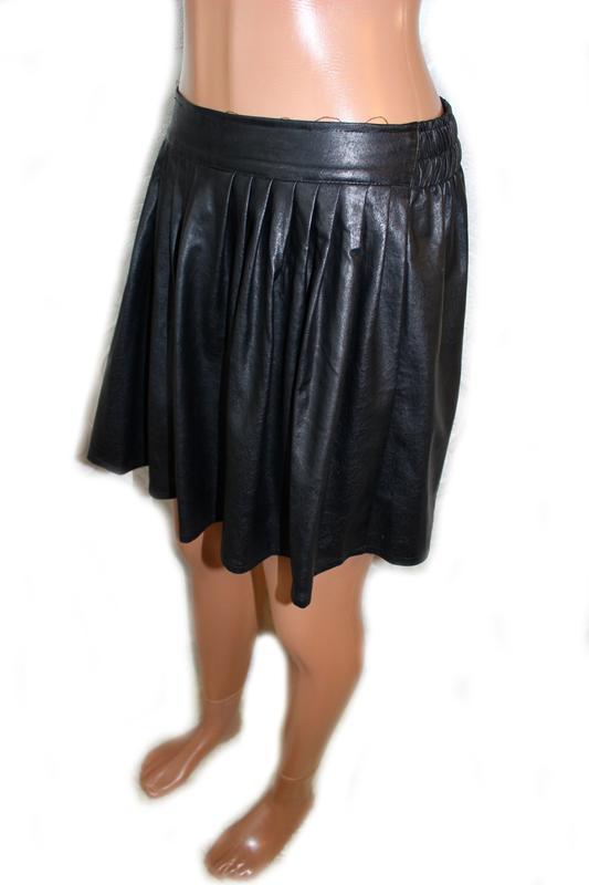 Юбка черная под кожу со встречными складками, s - Фото 4