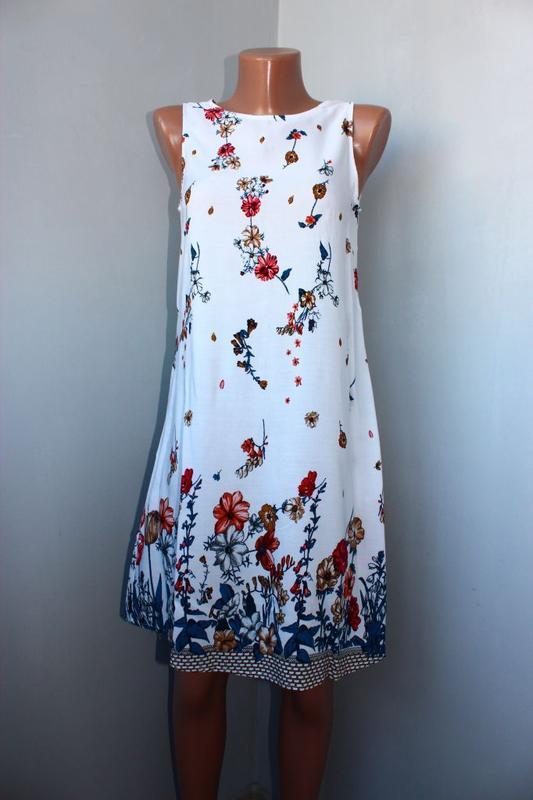 Платье / как туника / без рукавов белое в градуированный принт...