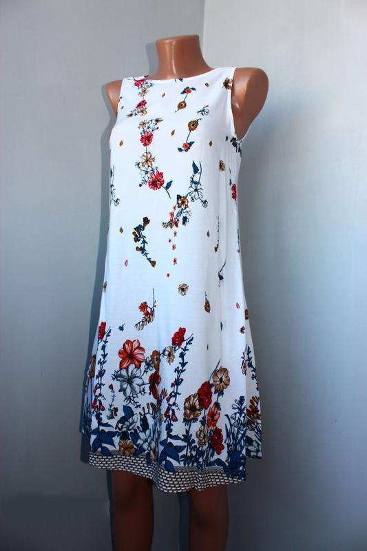 Платье / как туника / без рукавов белое в градуированный принт... - Фото 2