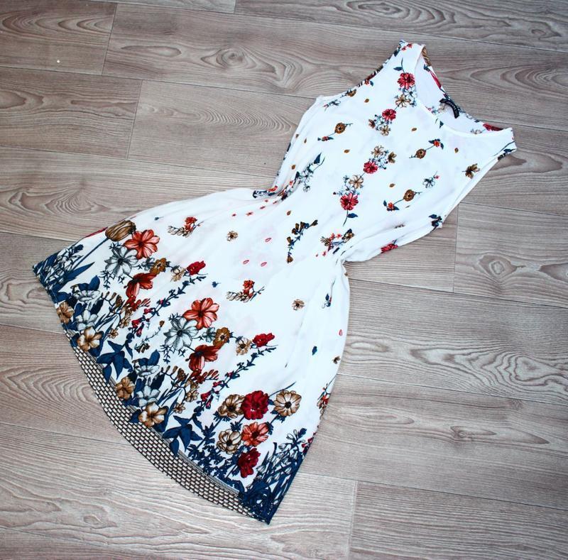 Платье / как туника / без рукавов белое в градуированный принт... - Фото 5