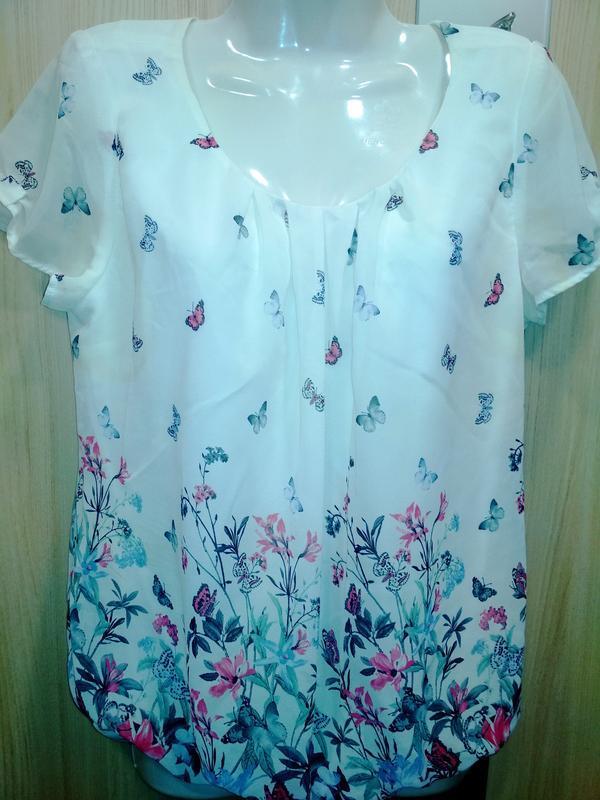Нежная, фирменная  блузочка в цветочный принт (румыния)