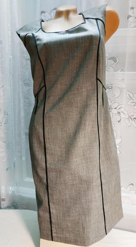 Платье стройнящее по фигуре серое bonprix