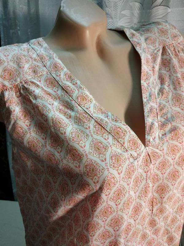 Блуза туника в узор с удлиненной спинкой etam