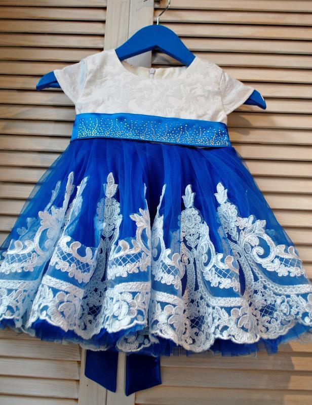 Нарядное платье с кружевом и большим бантом