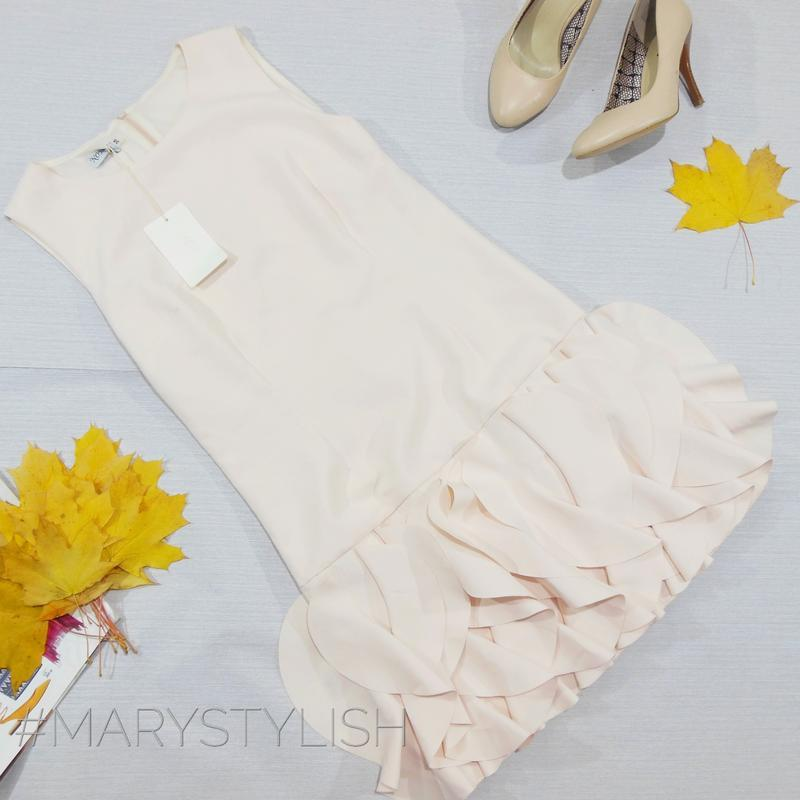 Платье без рукавов со складками