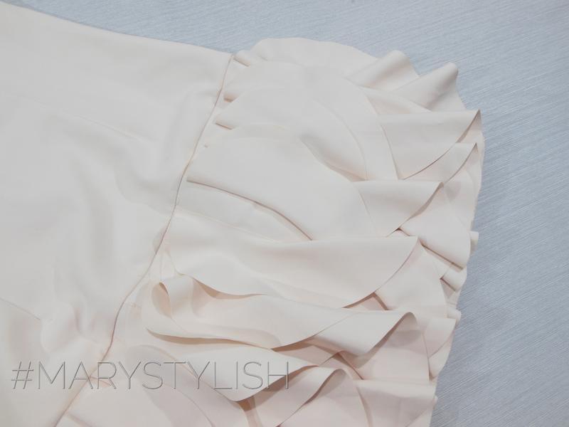 Платье без рукавов со складками - Фото 3