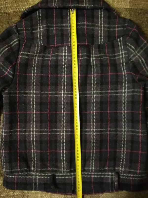Пальто полупальто с карманами в клетку - Фото 3