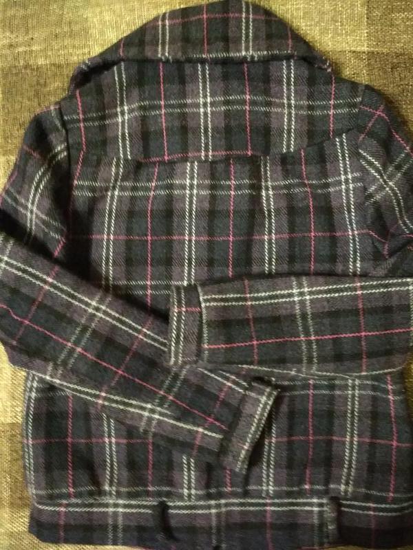 Пальто полупальто с карманами в клетку - Фото 4