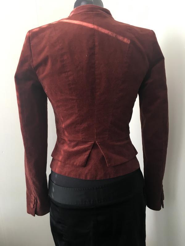 Стильный приталенный пиджак микрона вельвет цвет марсала - Фото 3