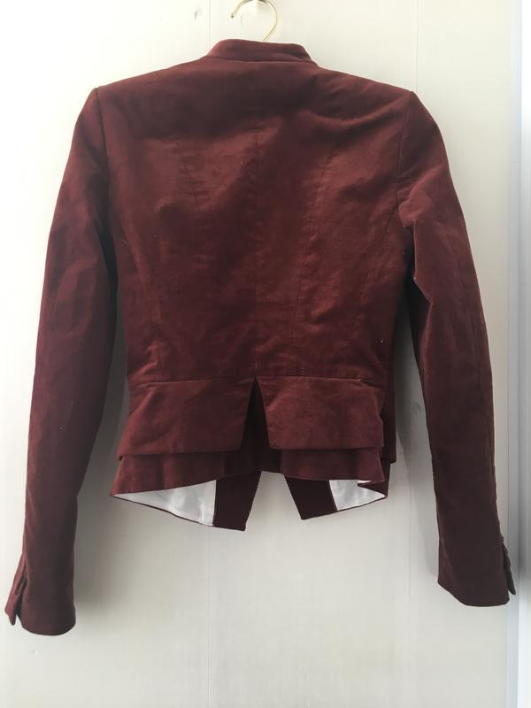 Стильный приталенный пиджак микрона вельвет цвет марсала - Фото 5