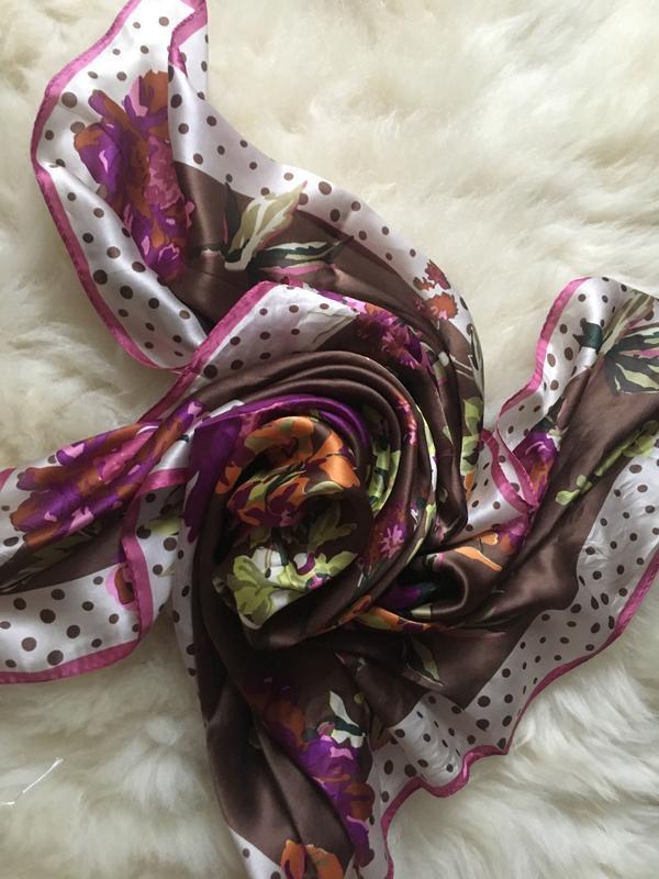 Яркий красочный шелковый платок, цветы горошки , шов роуль 87*87