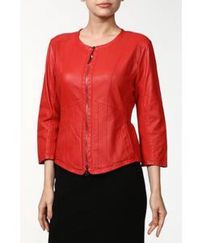 Красная кожаная курточка пиджак, натуральная кожа, приталенная...