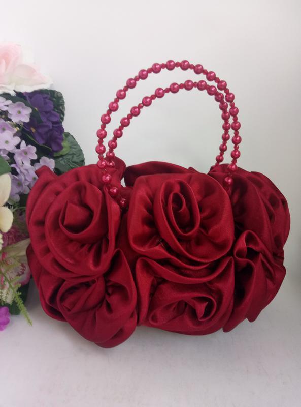 Эффектная эксклюзивная нарядная сумка розы и цветы вишнево кра...