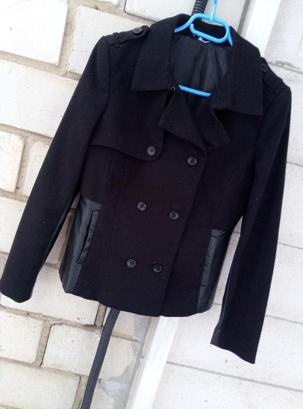 Красывая комбинированая курткас вставками 100%кожи раз. м