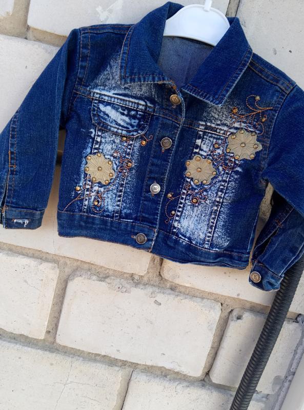 Джинсовая куртка с нашивками рост 98см