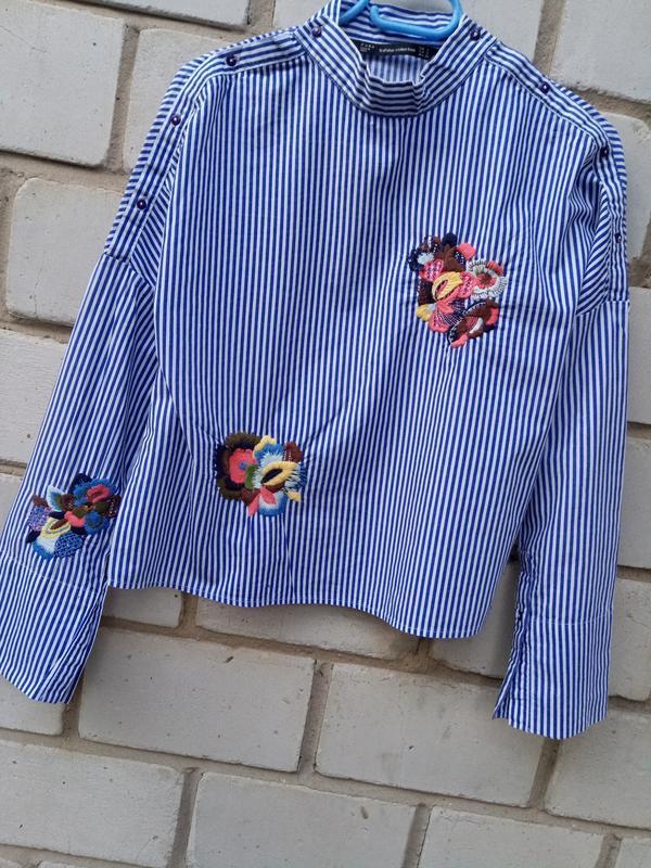 Крутая обемная блуза в полоску с вышевкой раз. s