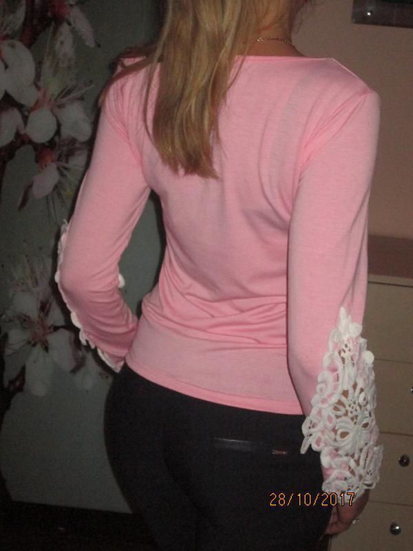 Нежный свитерок с кружевом на рукавах раз. м - Фото 3