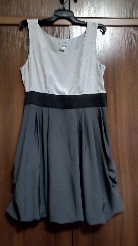 Трехцветное серое платье