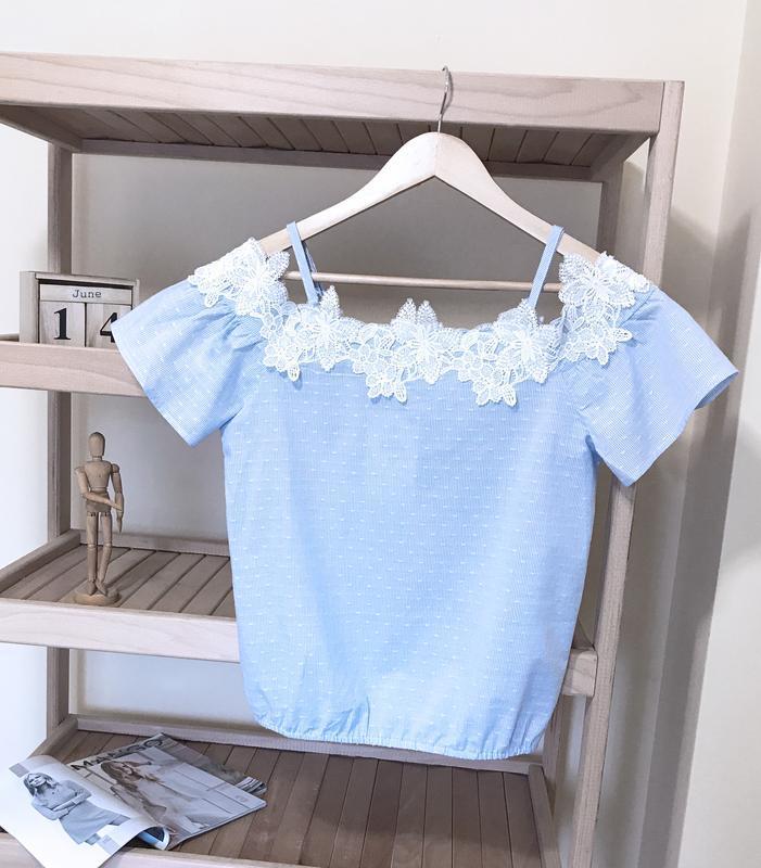 Блуза топ на плечи в полоску с цветочным кружевом