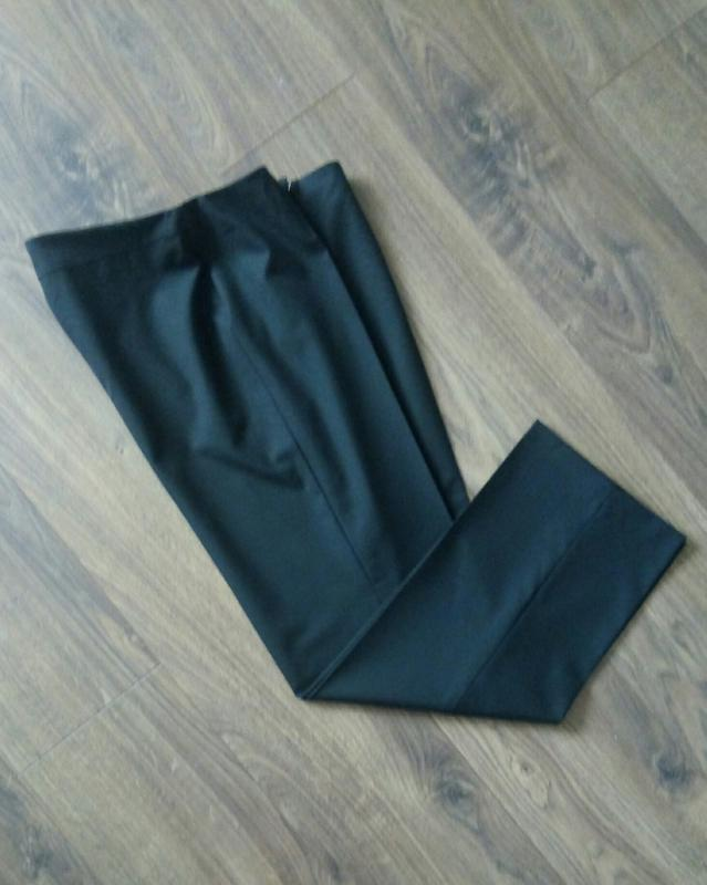 Актуальні фірмові чорні класичні брюки завишена талія укорочен...