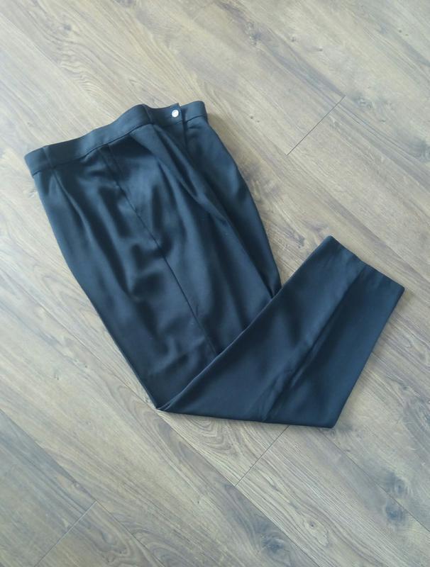 Чорні простенькі завужені класичні брюки більшого розміру