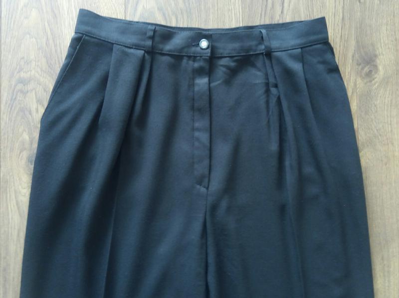 Чорні простенькі завужені класичні брюки більшого розміру - Фото 3