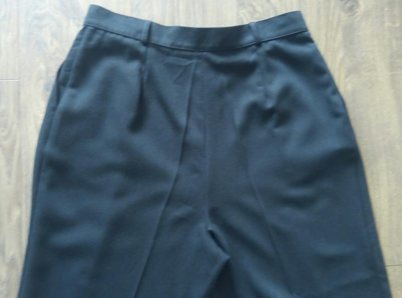 Чорні простенькі завужені класичні брюки більшого розміру - Фото 4