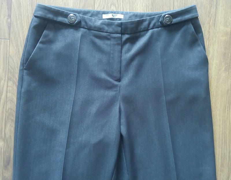 Темно-сині фірмові завужені класичні брюки косі кармани (tu) - Фото 3