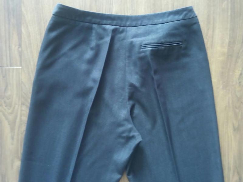 Темно-сині фірмові завужені класичні брюки косі кармани (tu) - Фото 4