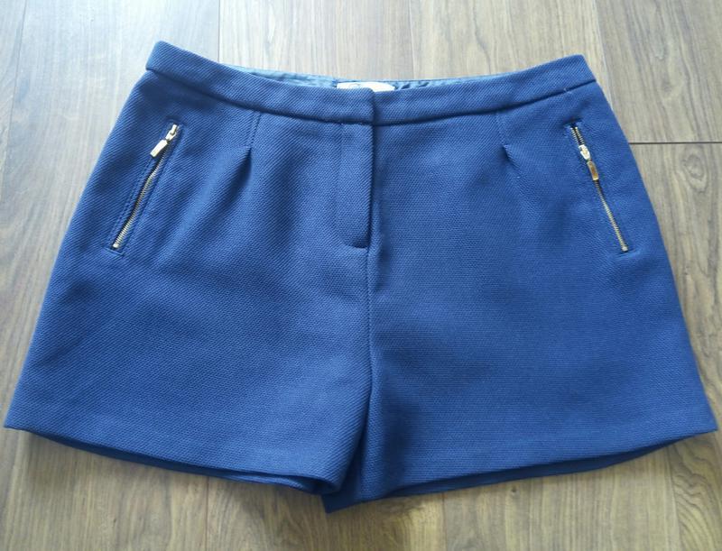 Темно-сині фірмові класичні шорти із фактурноі тканини - Фото 2