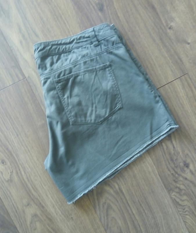 Фірмові тоненькі джинсові шорти кольору хакі (h&m)