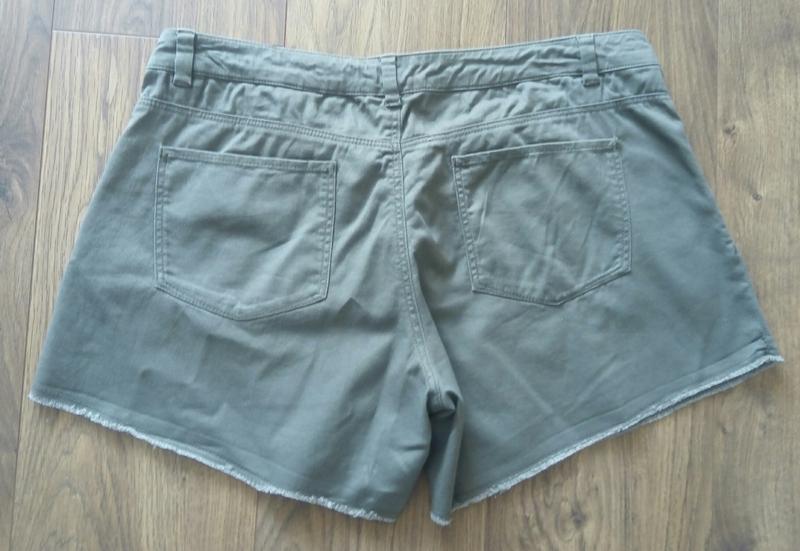 Фірмові тоненькі джинсові шорти кольору хакі (h&m) - Фото 3