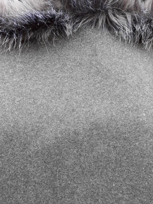 Актуальне сіре пончо із капішоном - Фото 2