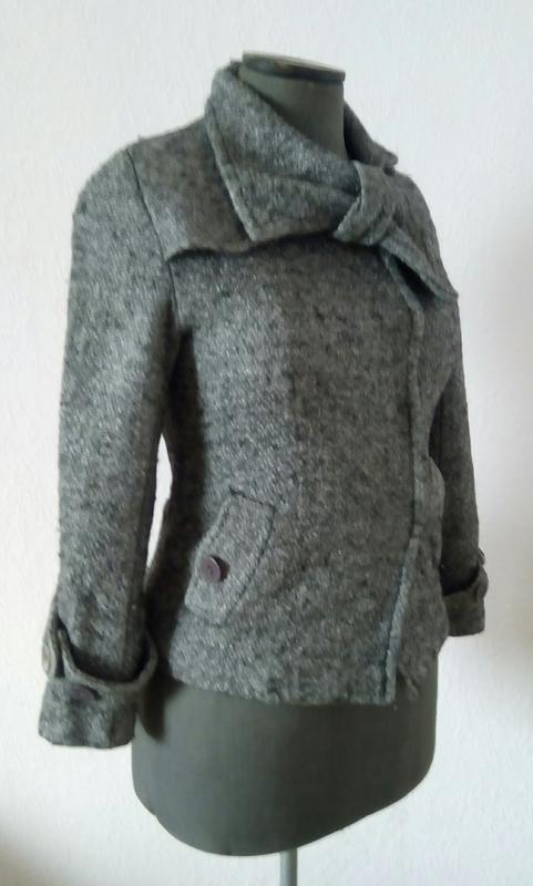 Коротеньке сіре пальтішко з бантом - Фото 2