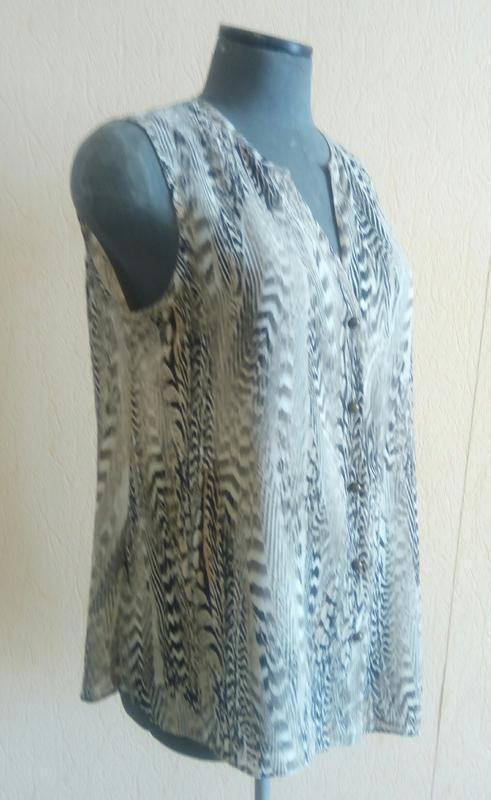 Фірмова шифонова тигрова асиметрична блузка безрукавка (wallis) - Фото 2