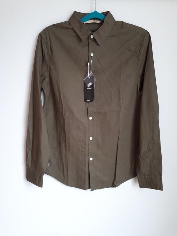 Приталенная рубашка болоного зеленого оттенка (хаки)  bershka