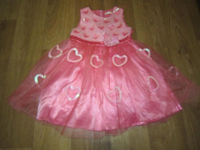 Шикарное нарядное платье на 6-7 лет