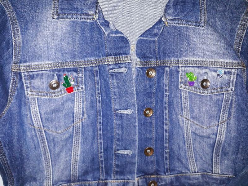 🎁1+1=3 крутая джинсовая укороченная куртка topshop со значками... - Фото 4