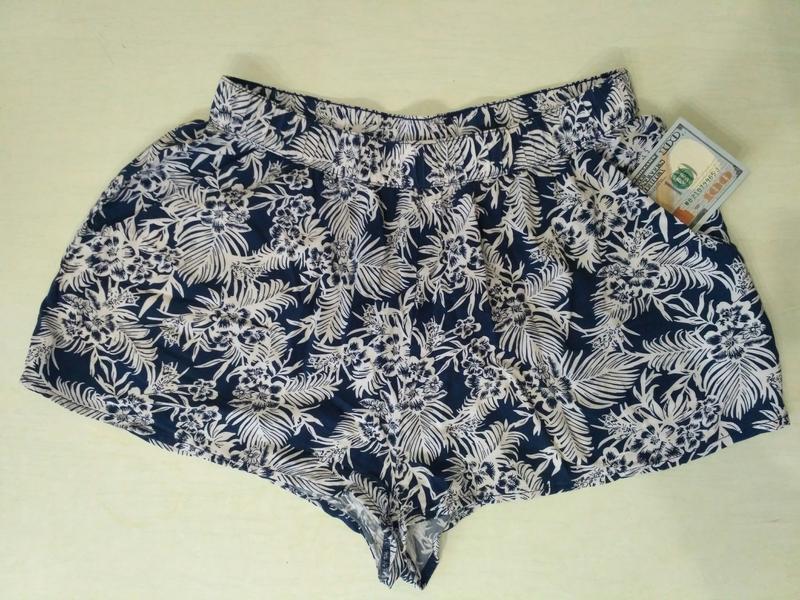 Тонкие короткие шорты divided 100% вискоза, размер м