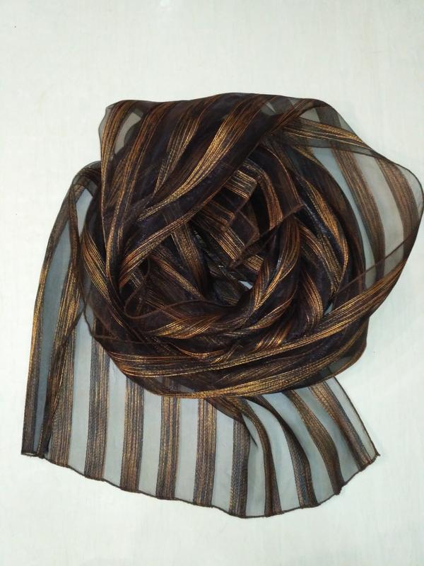 Прозрачный, лёгкий шарф с полосками из золотой люрексовой нити