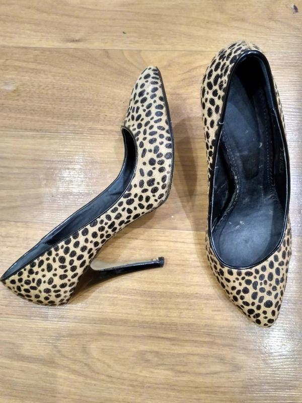 Кожаные меховые туфли на шпильке 39 размер