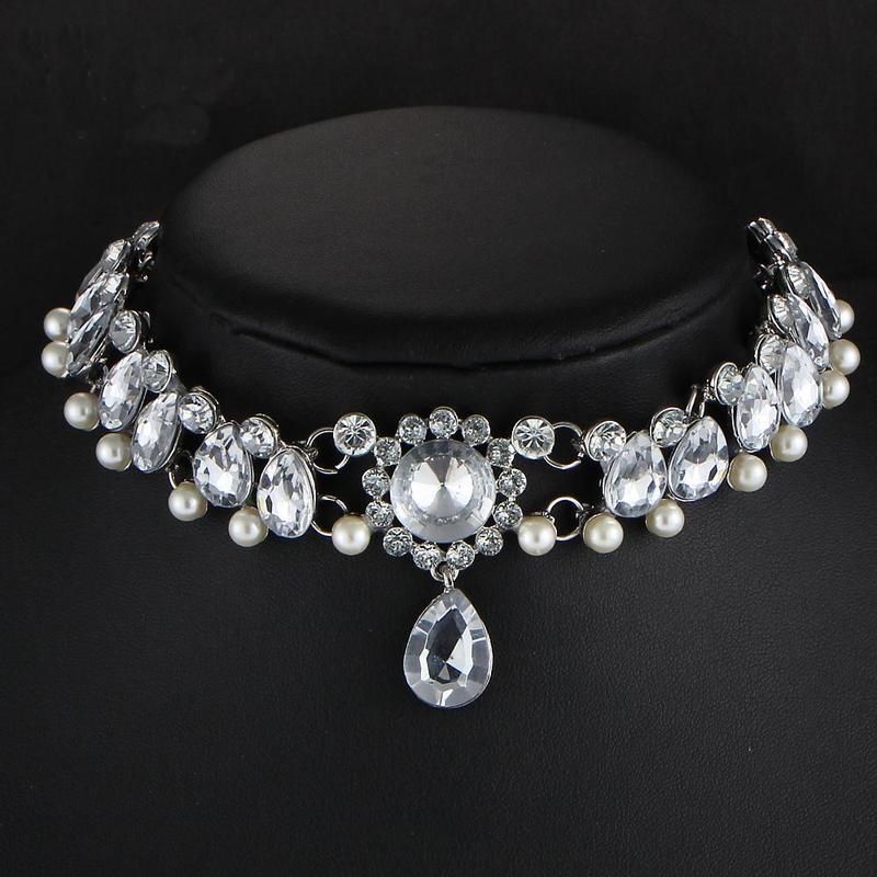 Роскошный чокер в камнях ( кристаллах ) серебристого цвета - Фото 3