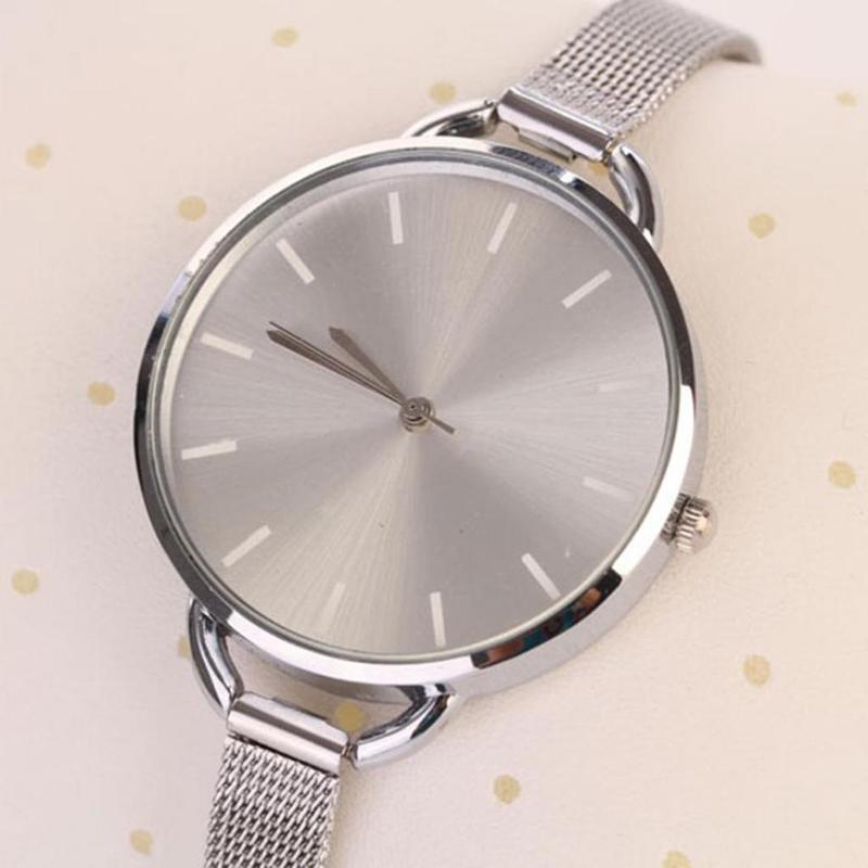 Наручные часы на тонком металлическом ремешке серебристого цвета - Фото 4