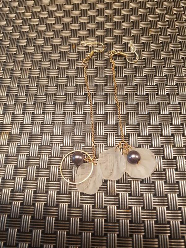 Асимметричные серьги с жемчужинками - Фото 5