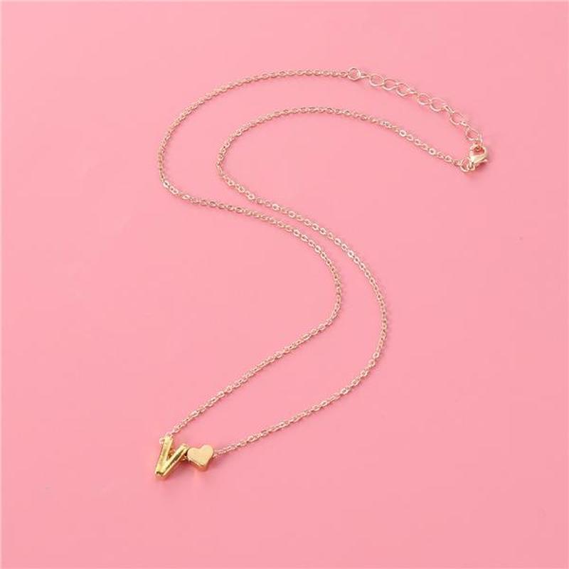 Ожерелье цепочка с буквой v под золото - Фото 3
